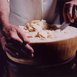 le caratteristiche essenziali di un Parmigiano Reggiano di montagna